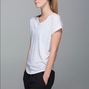 Lululemon Weekend Short Sleeve T-Shirt